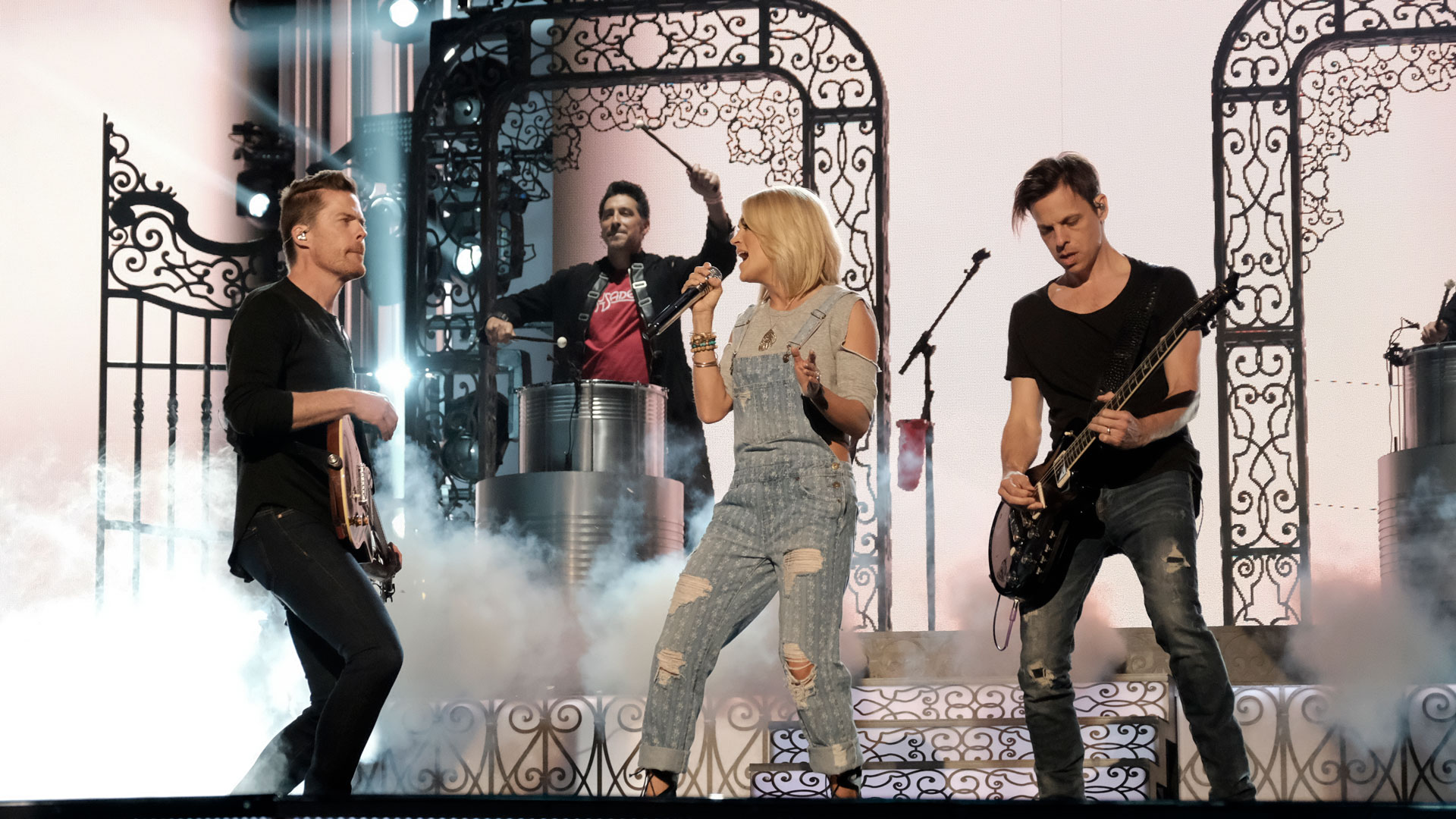 Carrie Underwood runs through an exciting performance