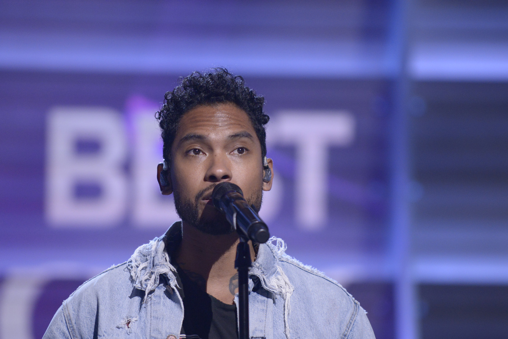 The spotlight's on Miguel as he rehearses his tribute to Michael Jackson.