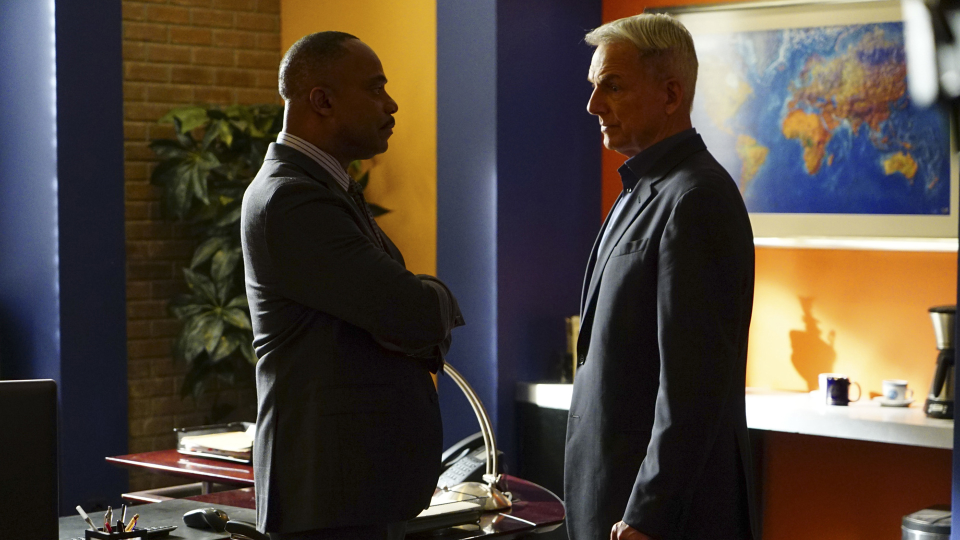 Vance and Gibbs talk things over.