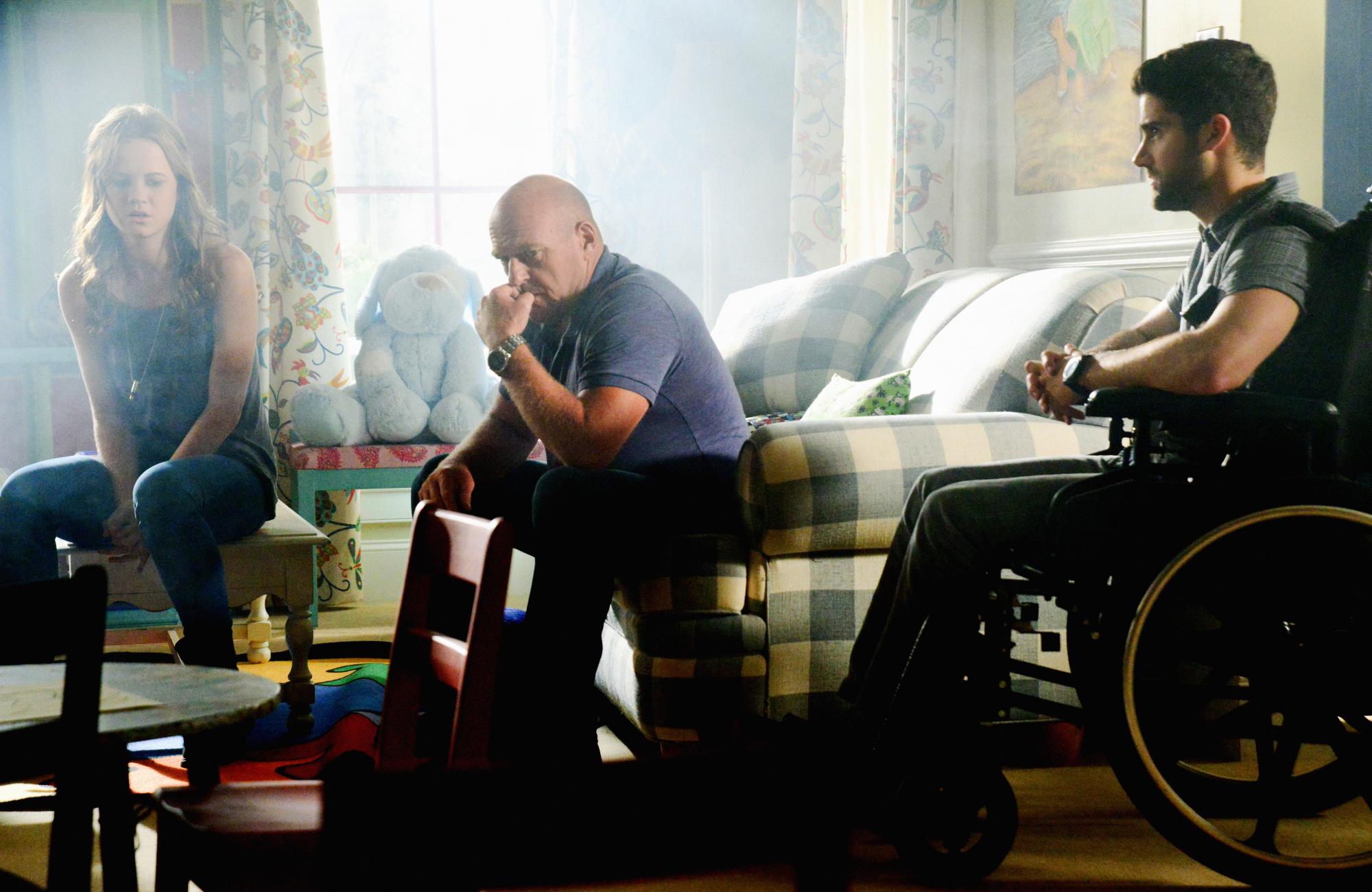 Mackenzie Lintz as Norrie Calvert-Hill, Dean Norris as James