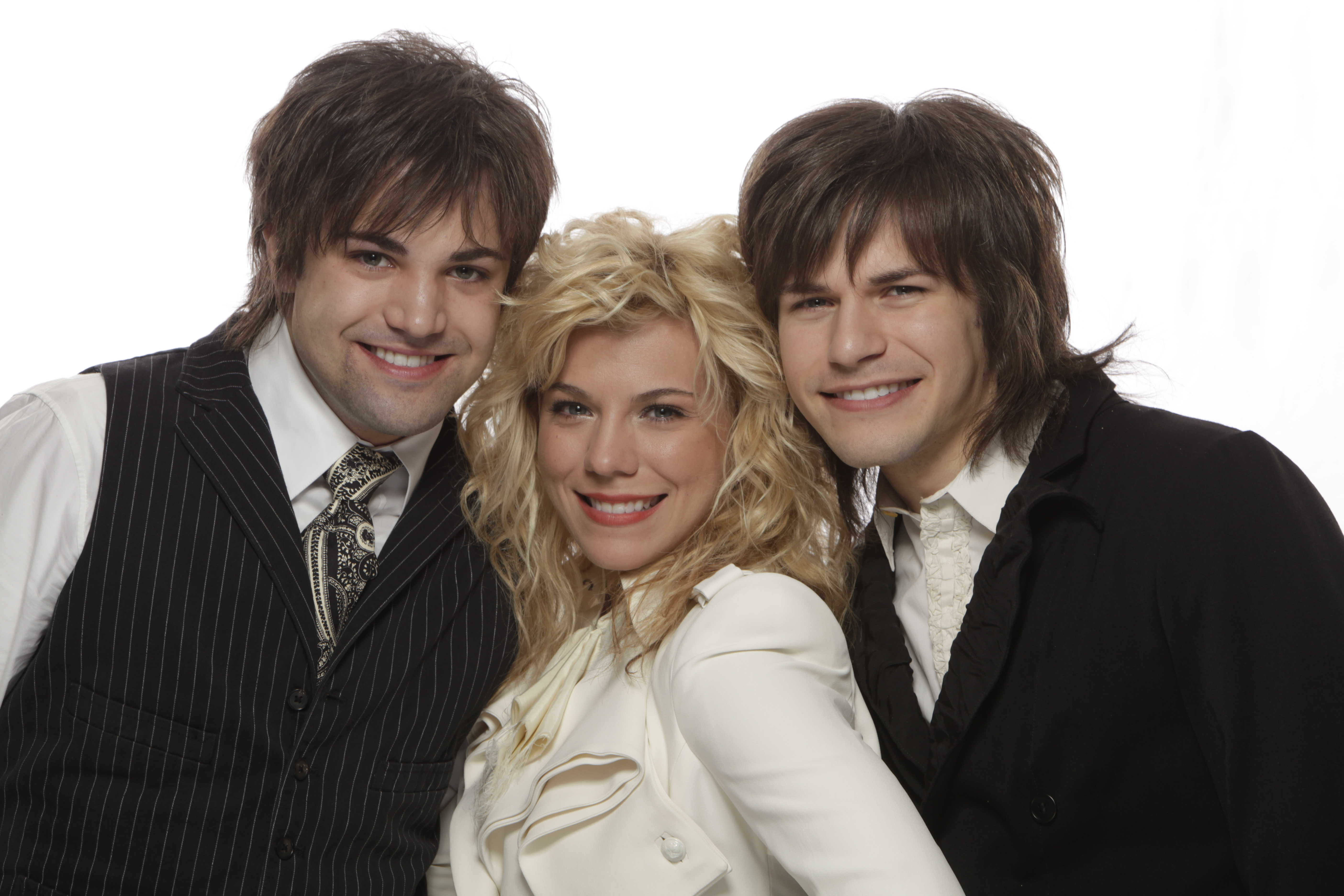 The Band Perry scheduled to perform on the 47th annual ACM Awards