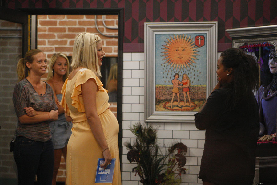 The Houseguests Meet Tori Spelling