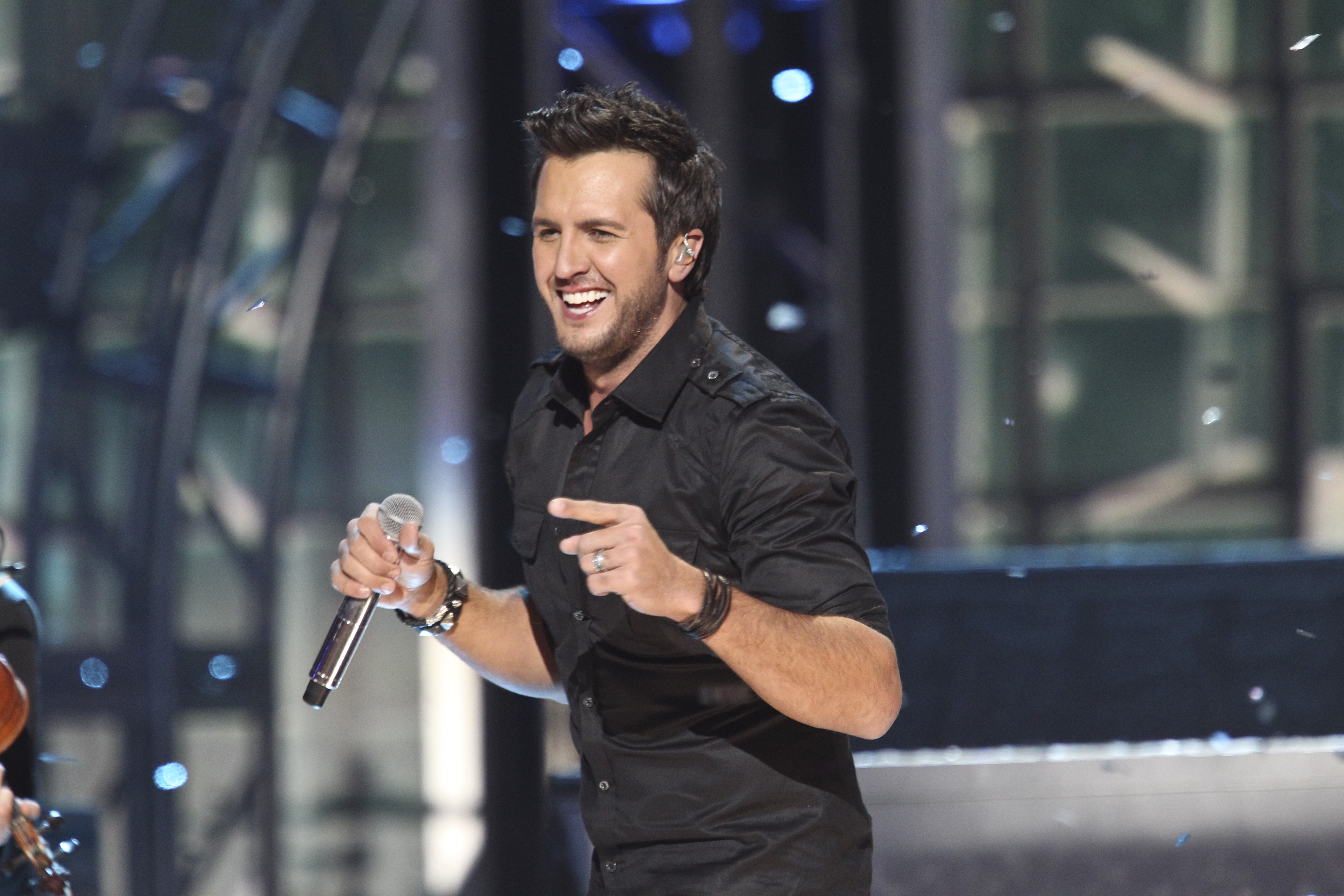Luke Bryan scheduled to perform on the 48th annual ACM Awards