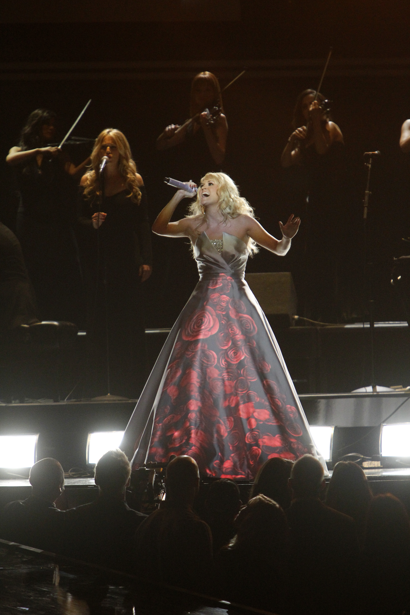Carrie Underwood Scheduled to Perform on the 48th Annual ACM Awards