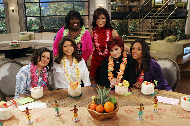 Grace Park and the ladies get lei'd!