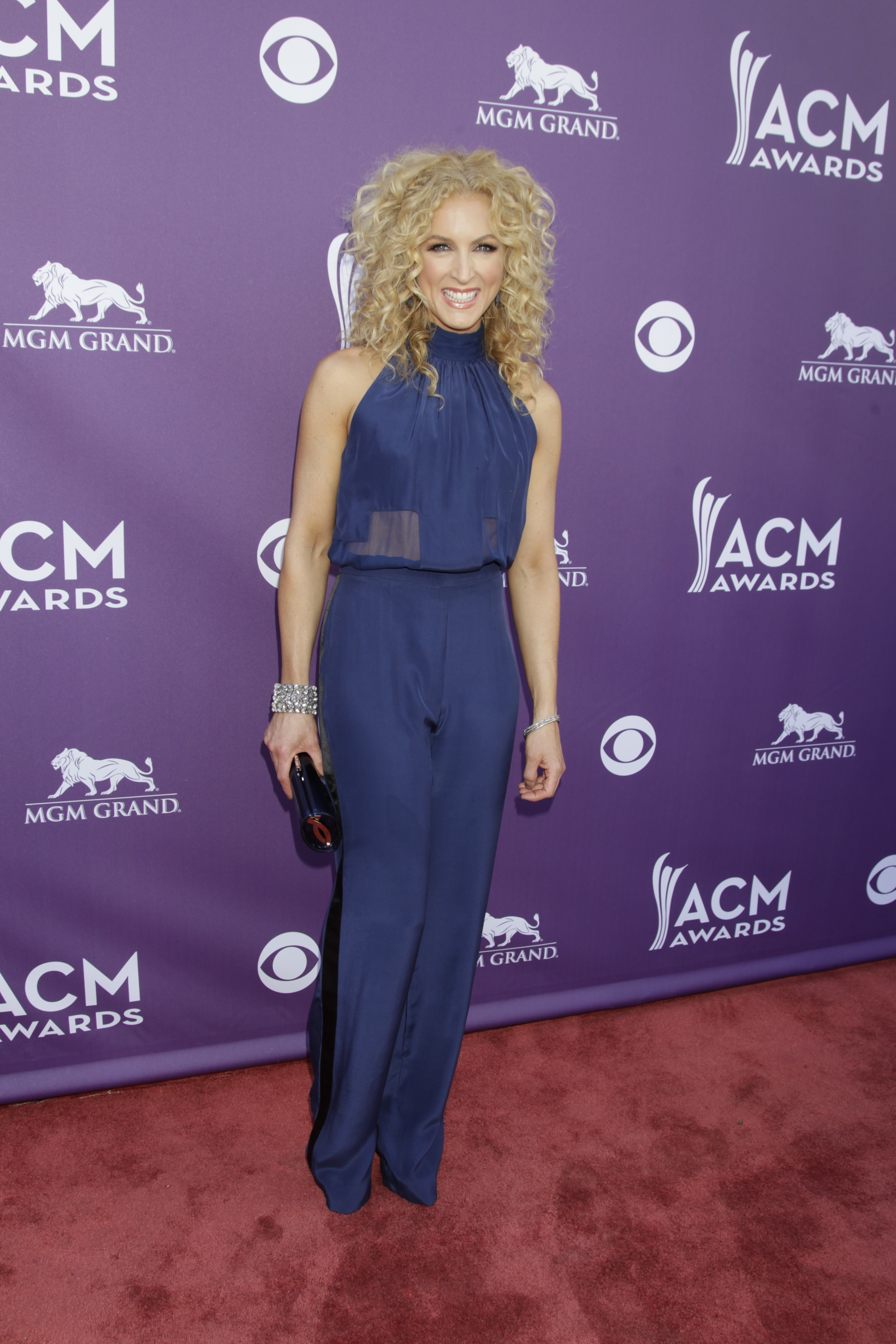 Kimberly Schlapman on the Red Carpet - 48th ACM Awards