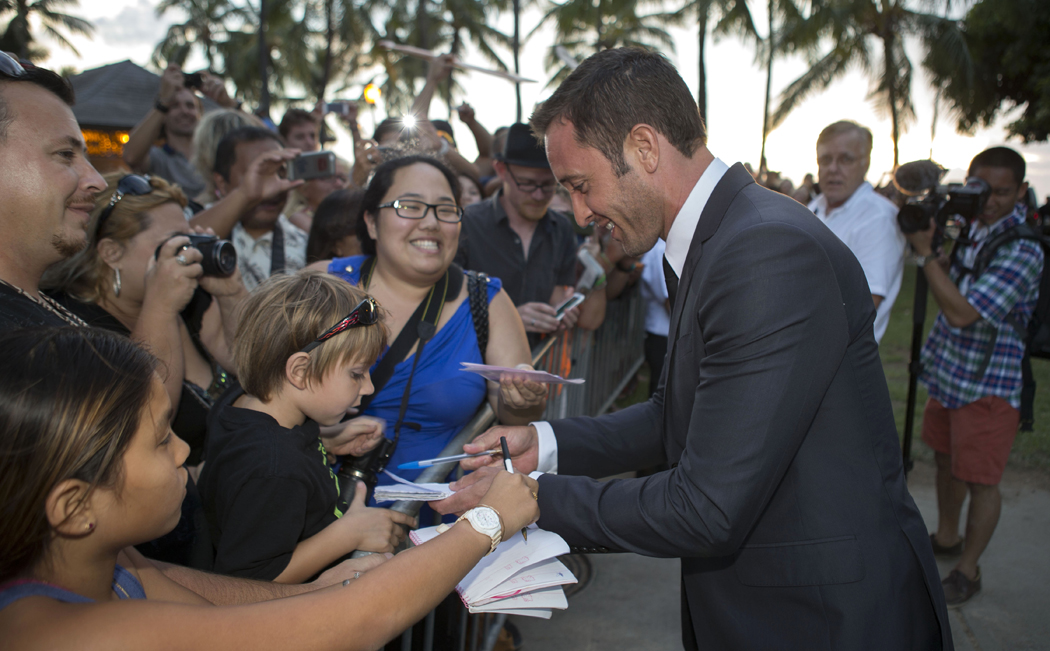 Hawaii Five-0 Sunset on the Beach - Alex O'Loughlin