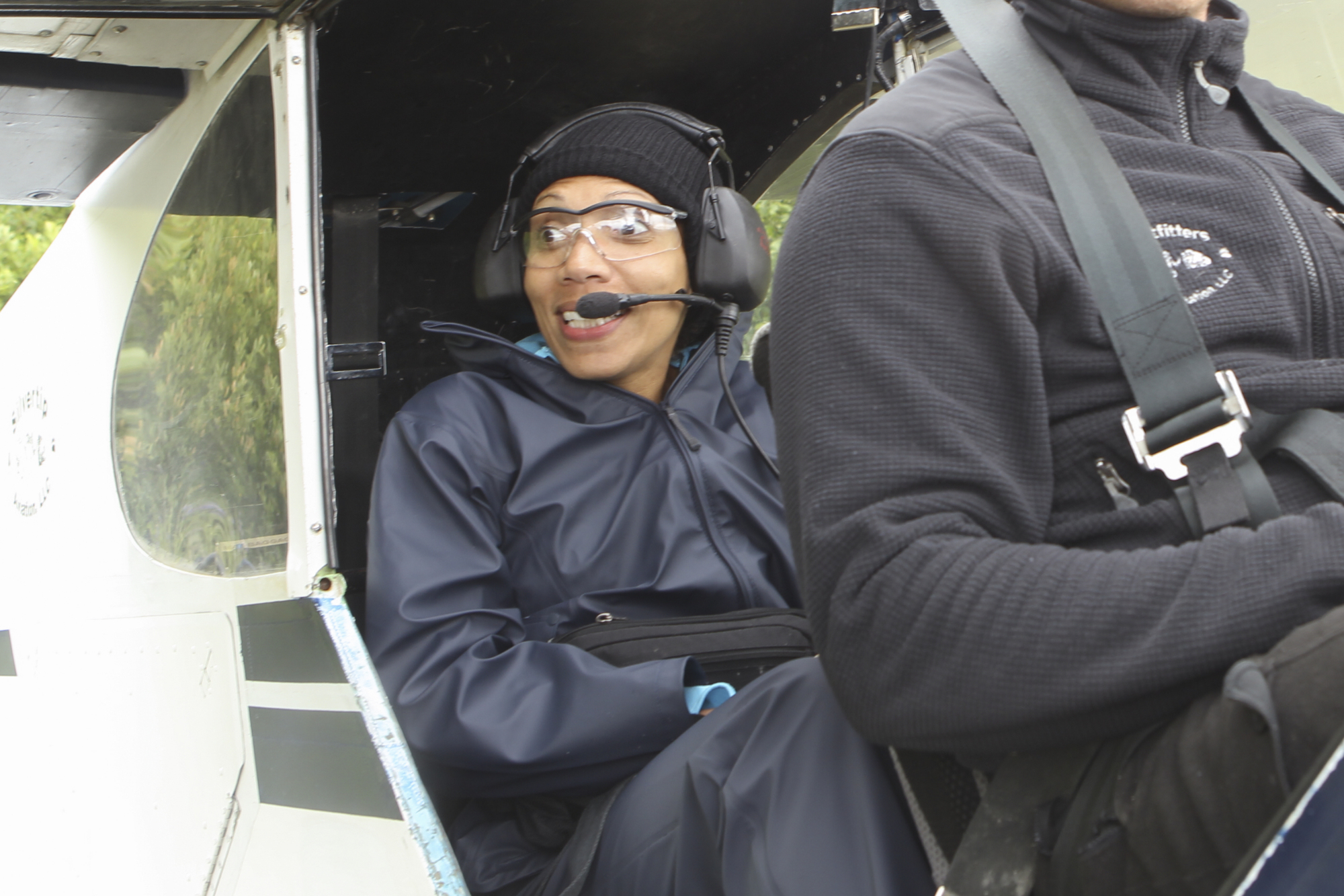 Nicole in a plane in the Season 23 Finale