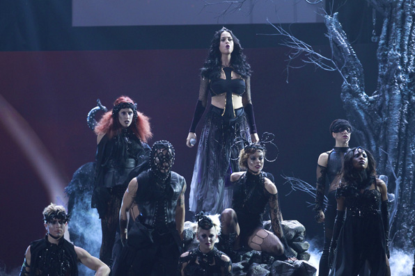 (2014) Katy Perry and her cast of dancers kick off a wild GRAMMY performance of her song