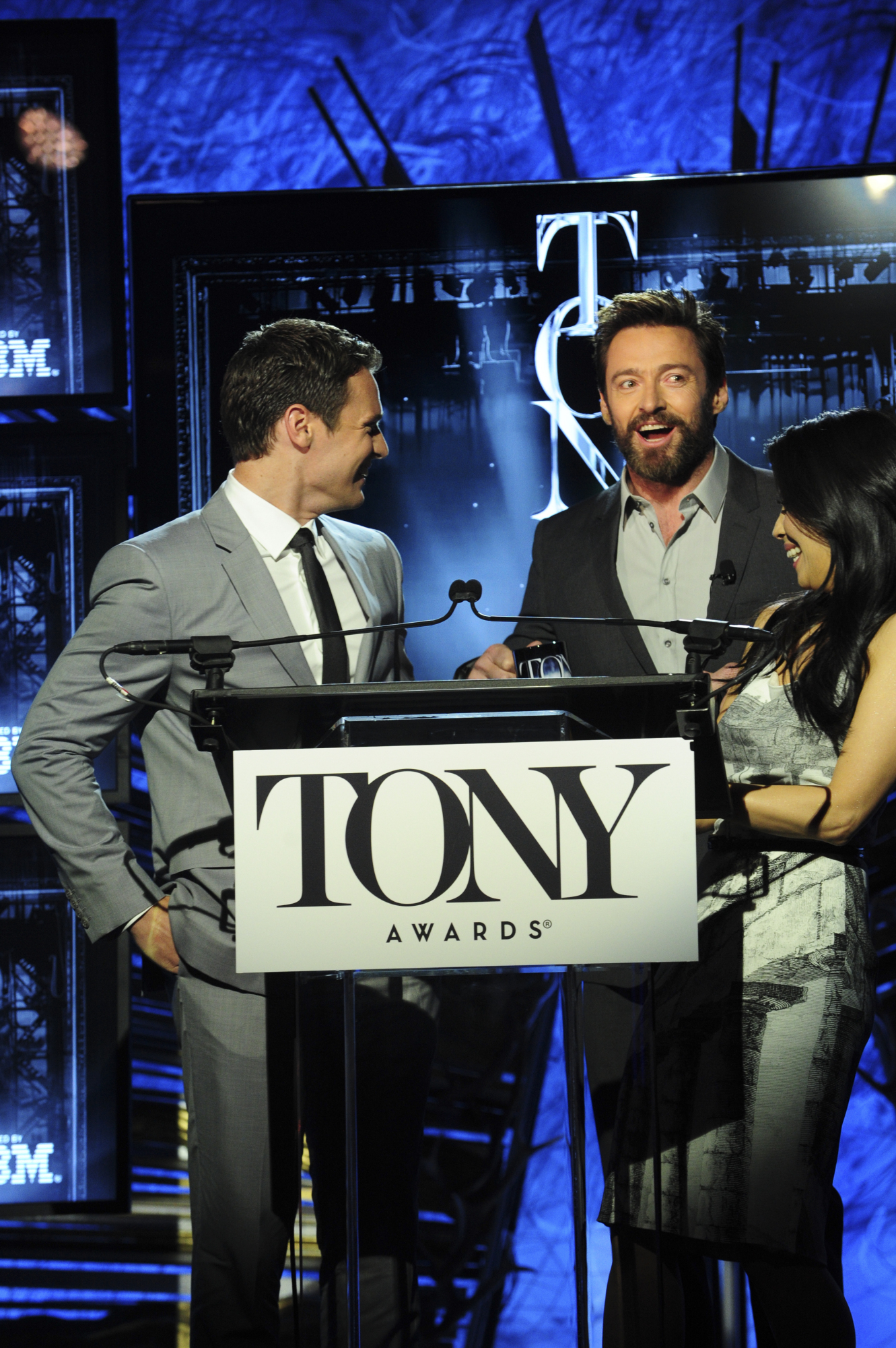 Hugh Jackman surprised the crowd with a pop-up onstage!