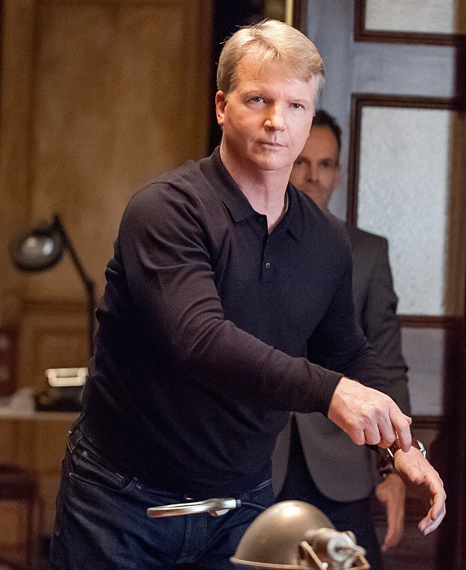 Phil Simms will play himself as an associate of Sherlock's