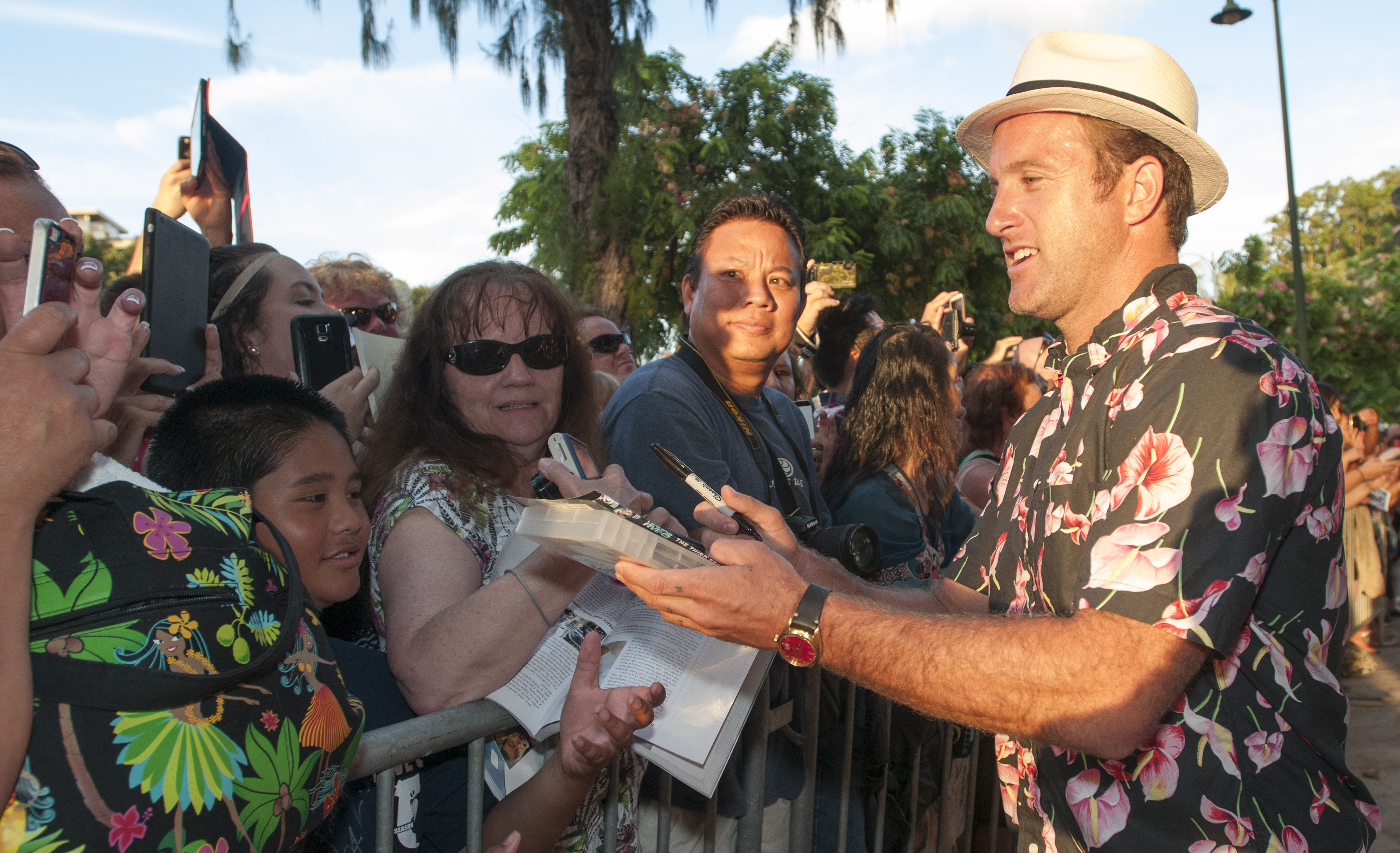 Scott Caan at the Season 5 Sunset on the Beach Premiere