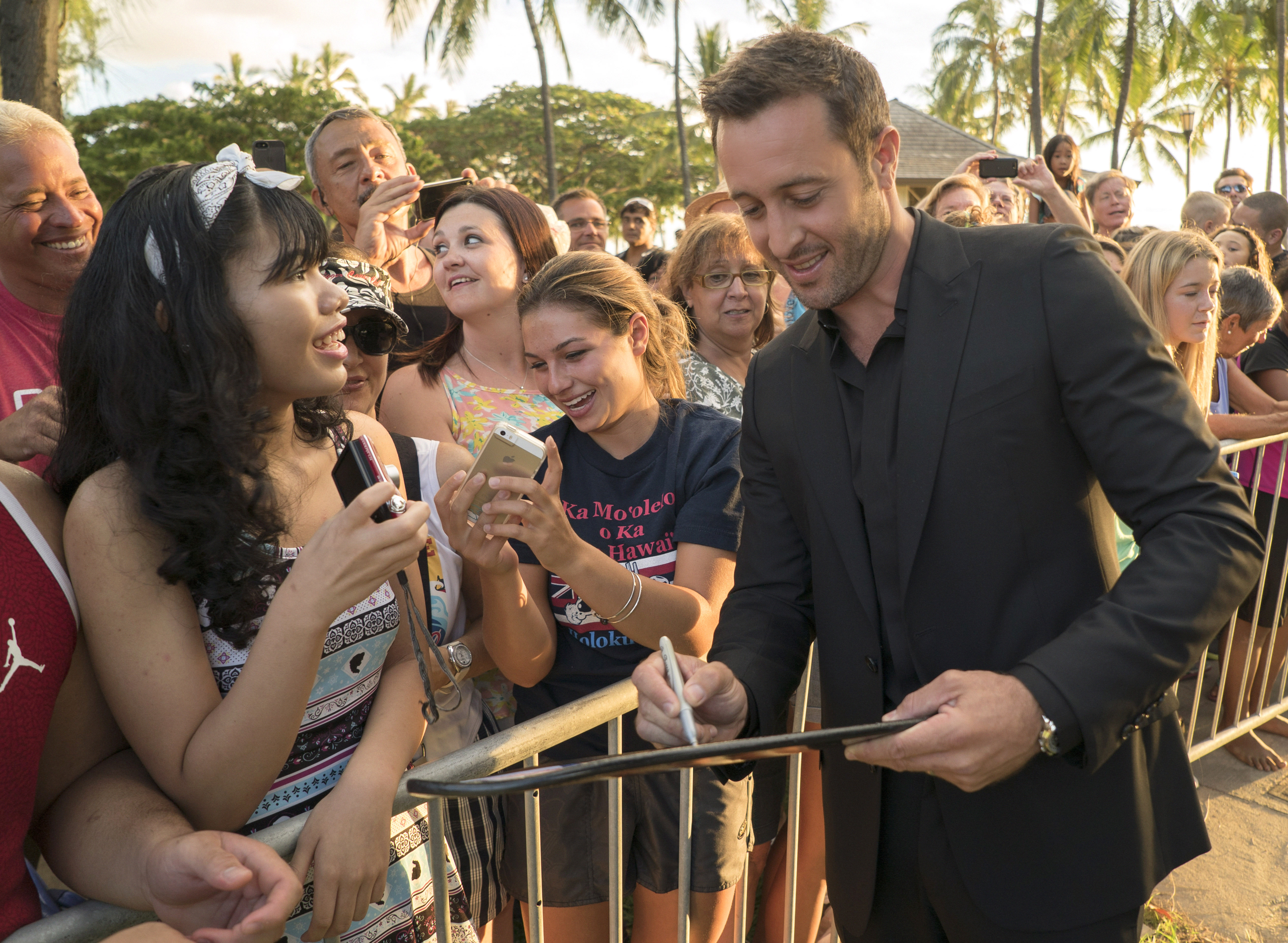 Alex O'Loughlin at the Season 5 Sunset on the Beach Premiere