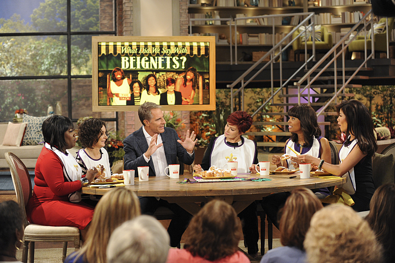 Scott Bakula teaches the ladies about New Orleans cuisine