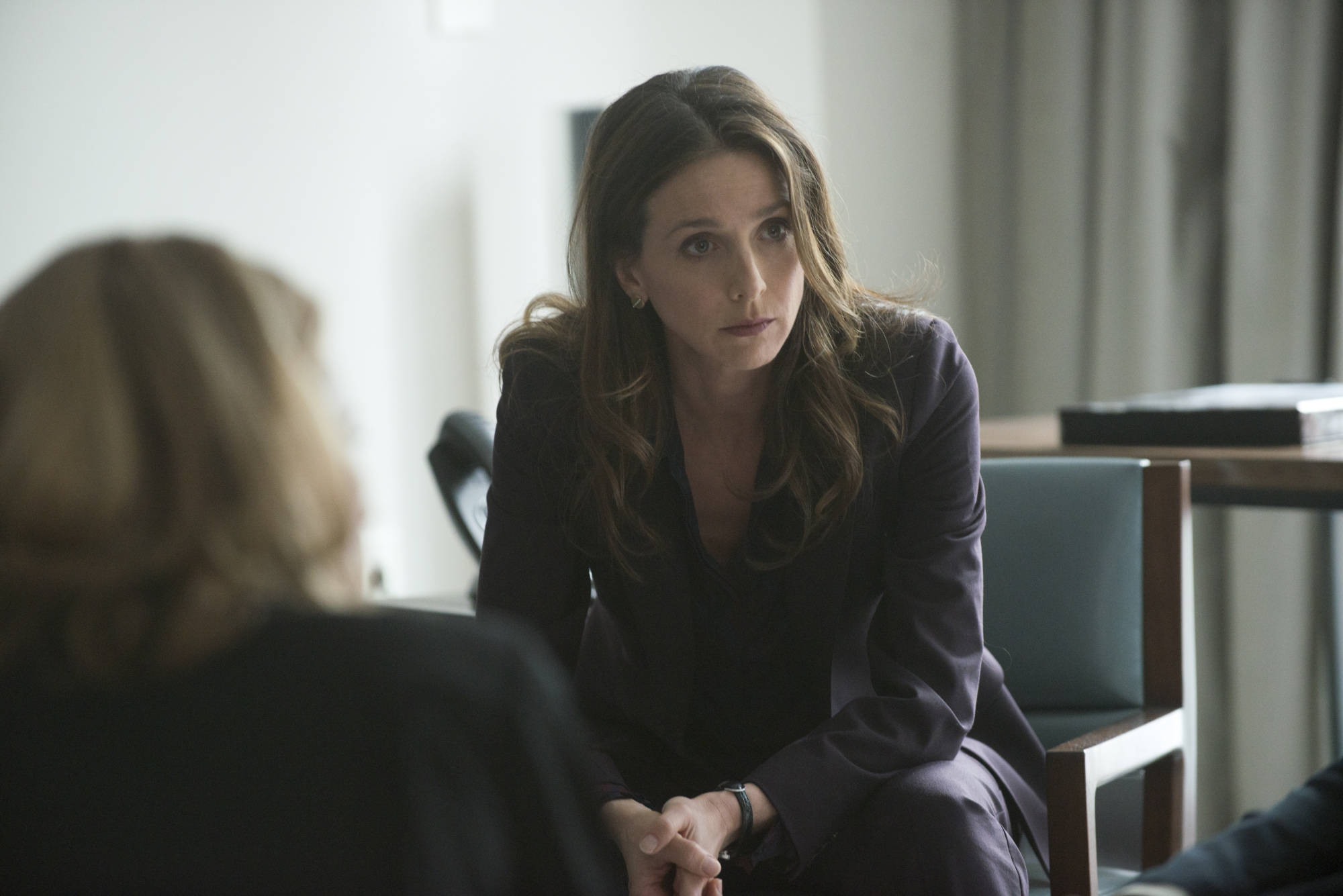 Marin Hinkle as Isabelle - S1E9