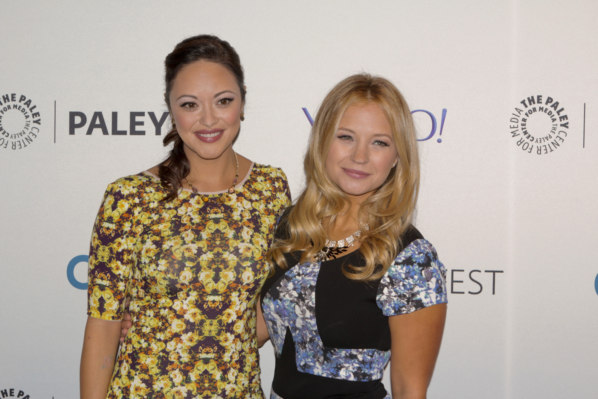 3. You can tell Marisa Ramirez and Vanessa Ray are totally besties off-camera.