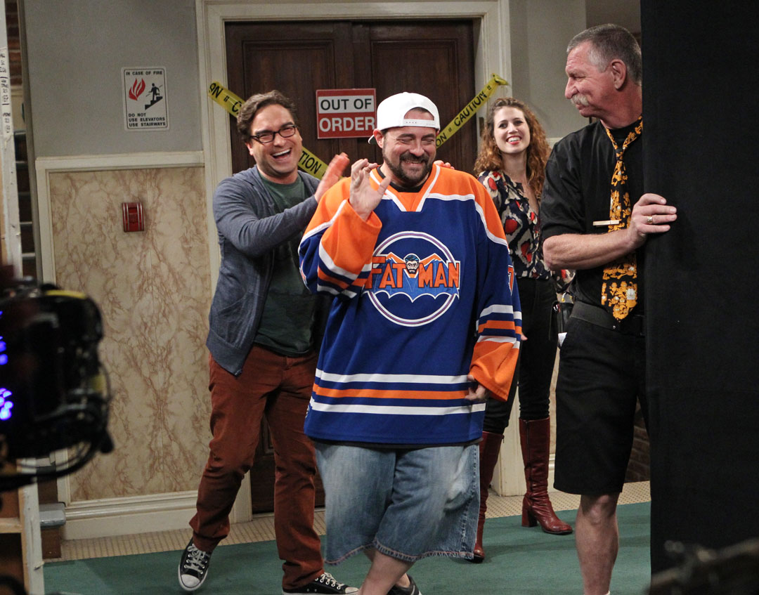 Kevin Smith says hello from the Big Bang set