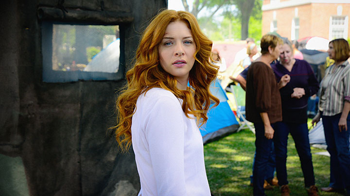 It's Rachelle Lefevre, who plays Julia Shumway!