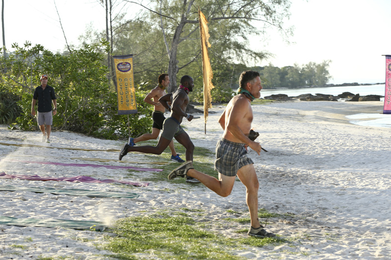 Andrew, Jeremy, and Terry give their best Survivor sprint