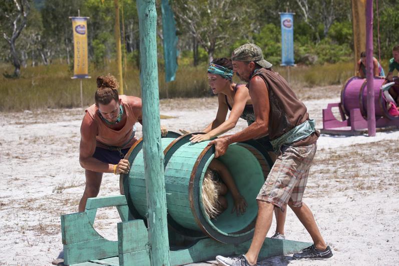 Three castaways take a tumble during the Reward Challenge.