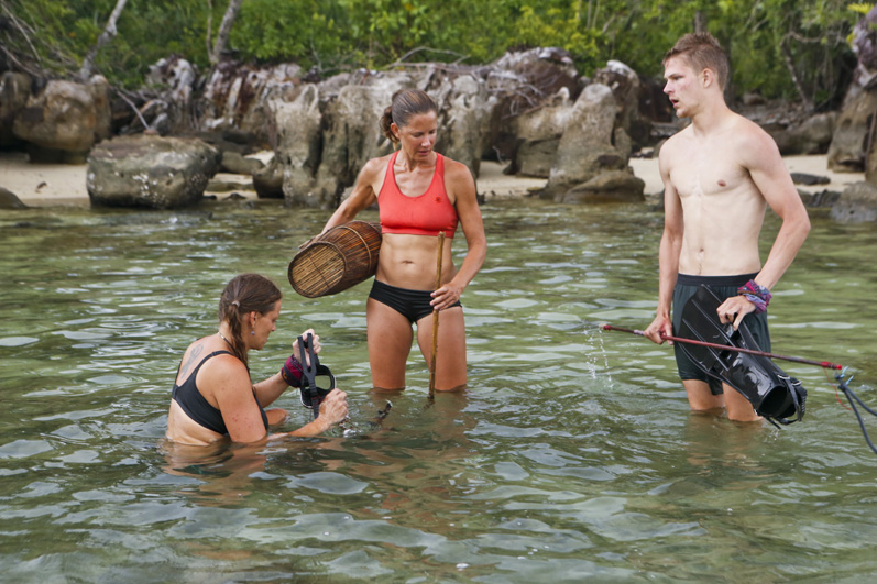 Kimmi Kappenberg, Kelly Wiglesworth, and Spencer Bledsoe take a dip and look for dinner.