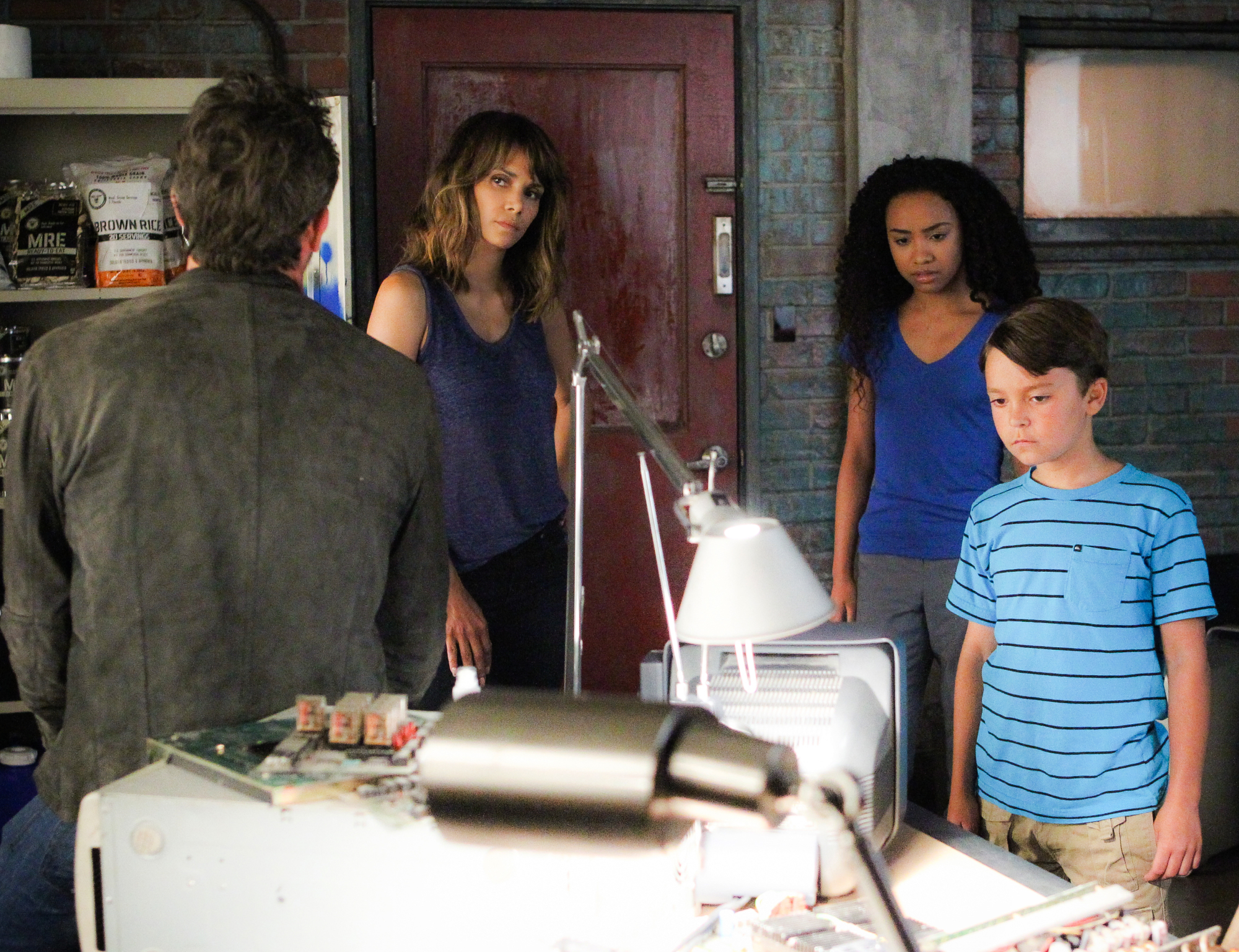 Jeffrey Dean Morgan as JD Richter, Halle Berry as Molly Woods, McKenna Roberts as Terra, and Pierce Gagnon as Ethan Woods.