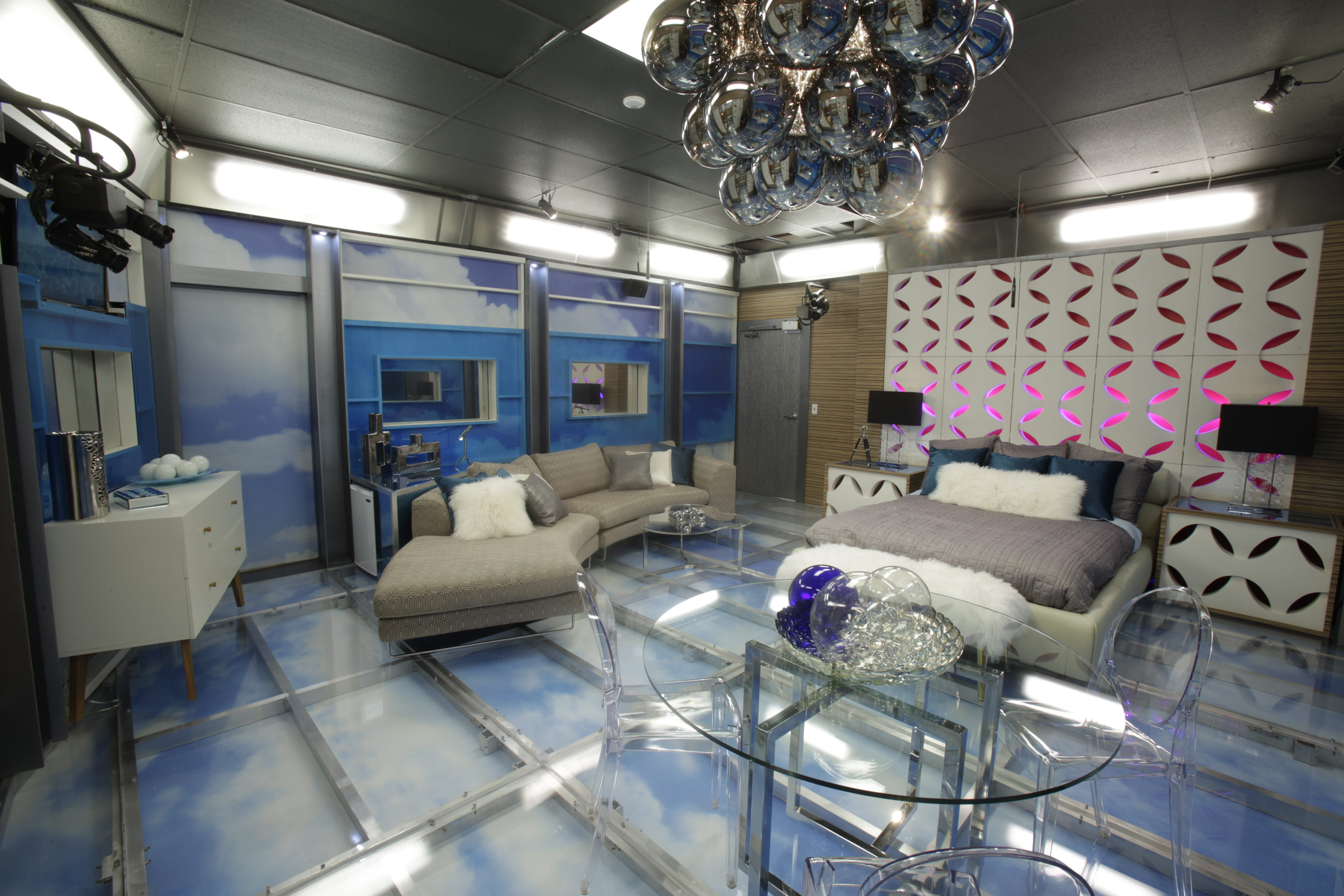 The HoH will get to escape to his or her very own private getaway.