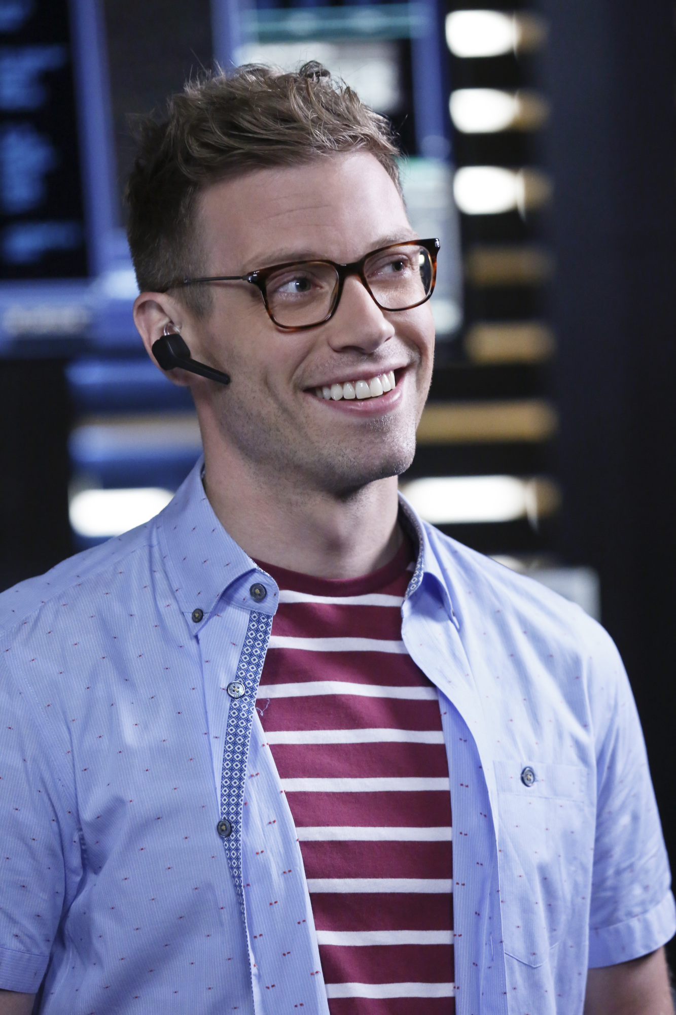 Barrett Foa as Tech Operator Eric Beale