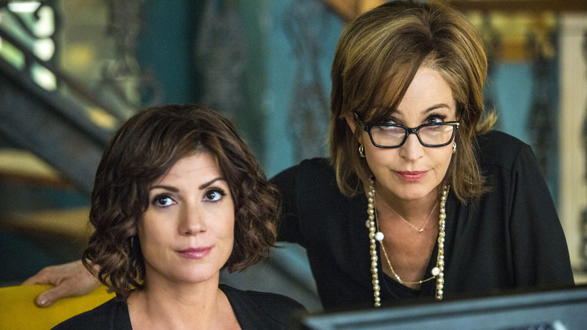 Zoe McLellan as Meredith Brody and Annie Potts as Olivia Brody