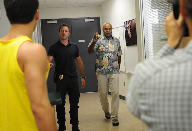 Alex O'Loughlin as Steve McGarrett and Chi McBride as Captain Lou Grover