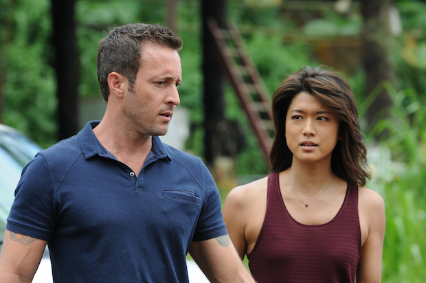 Alex O'Loughlin as Steve McGarret and Grace Park as Kono Kalakaua