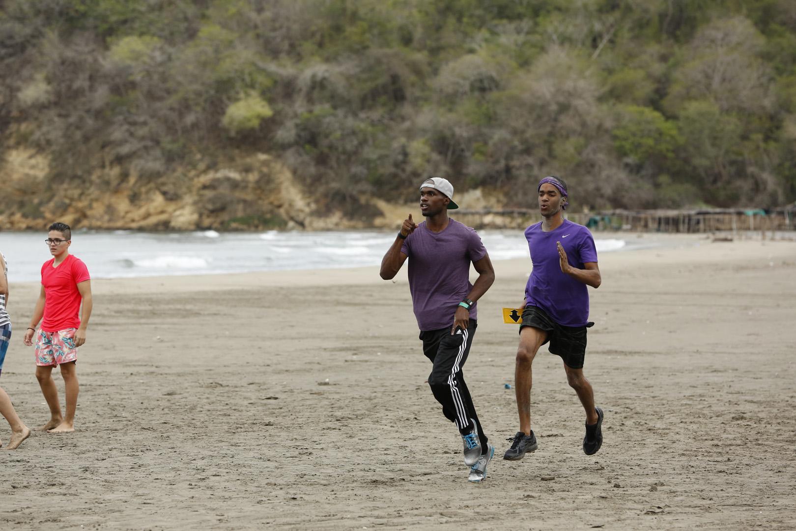 Cameron and Darius sprint to their Detour.