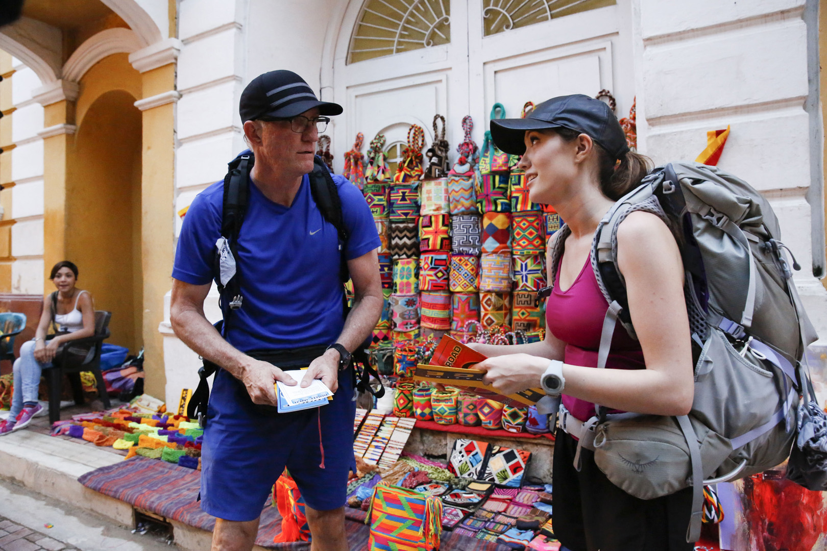In this Roadblock, Scott and Blair must find two matches to the sample mochilas they are given.