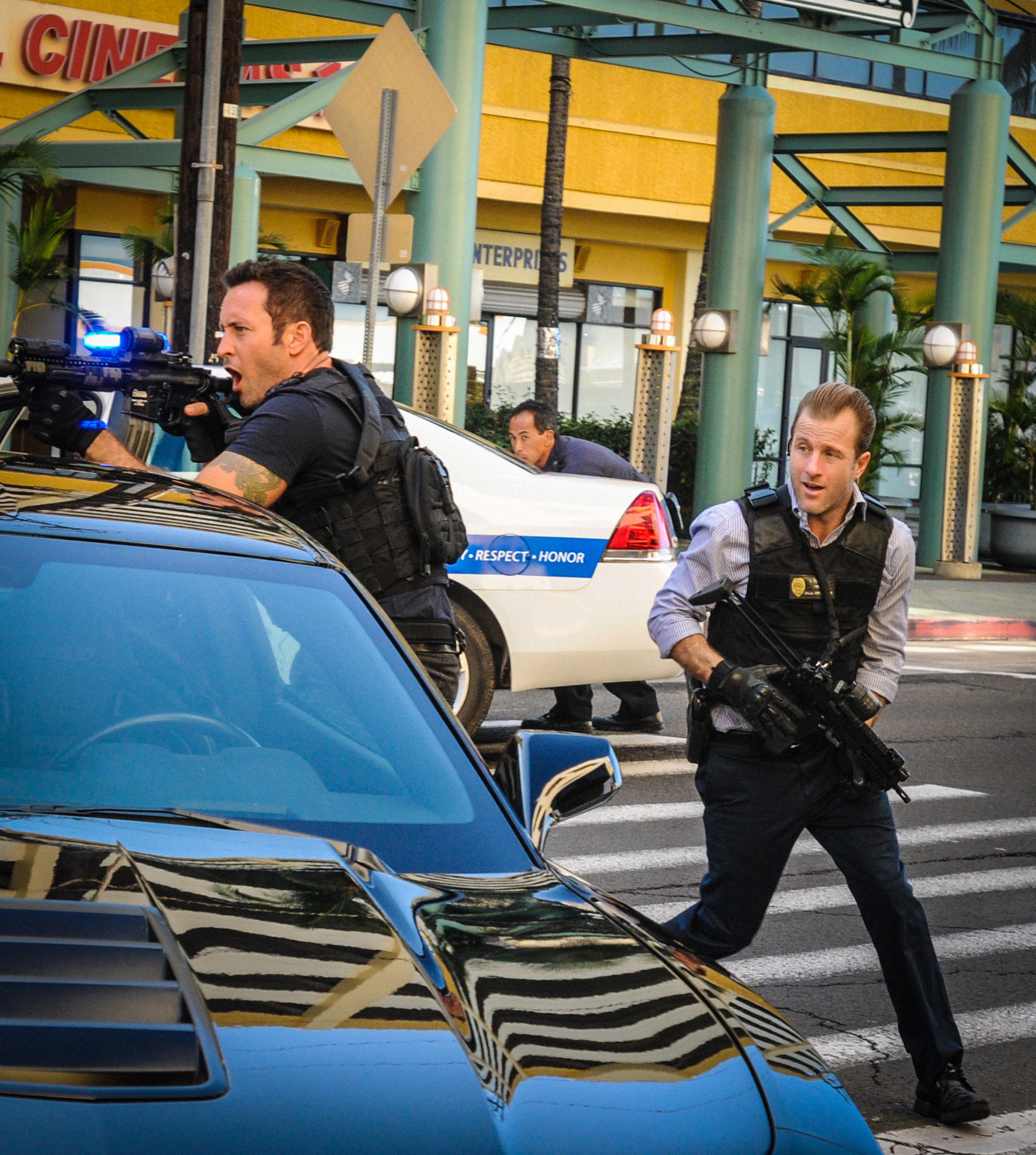Alex O'Loughlin as Steve McGarret and Scott Caan as Danny