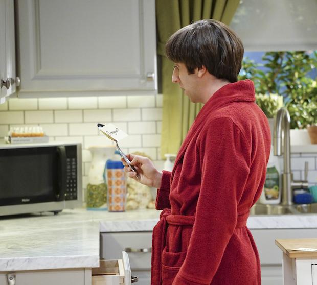 Howard discovers Bernadette is pregnant.