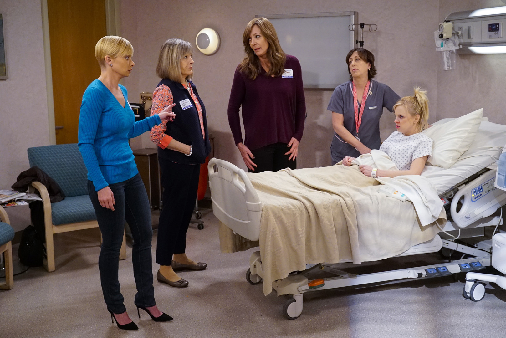 While gathered around Christy's bedside, Bonnie asks her crew for some relationship advice.