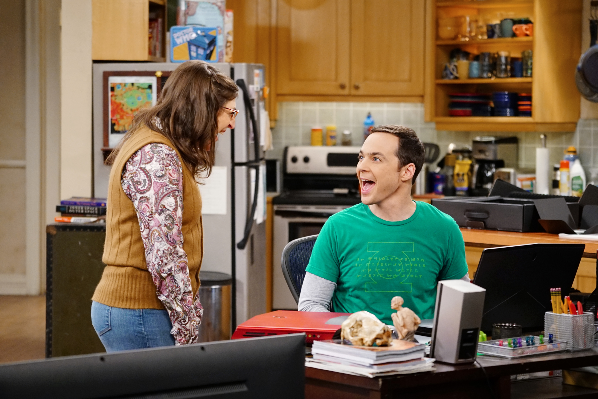Amy and Sheldon squee over a new laptop with an extremely high-resolution screen.