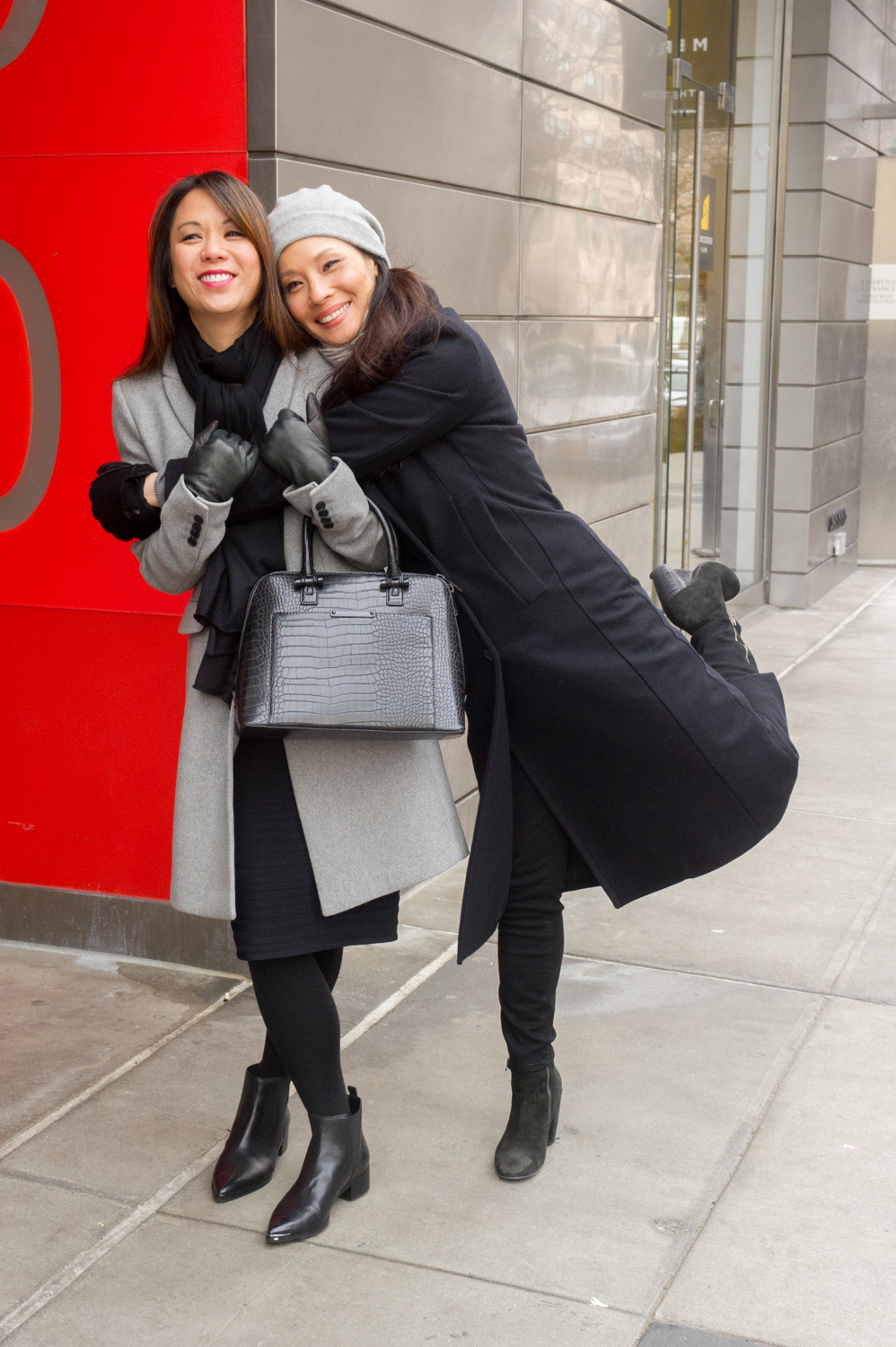 Lucy Liu and Samantha Quan have some fun like real sisters