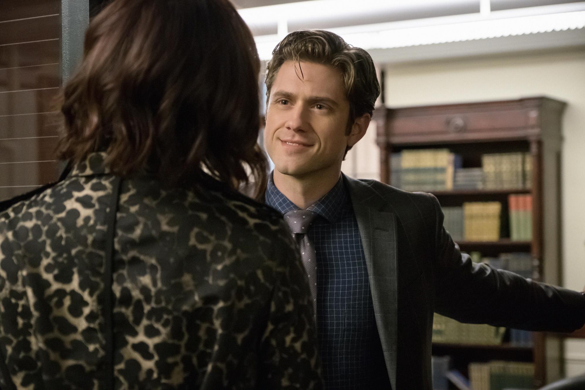Laurel and Gareth meet in Senator Wheatus' office.
