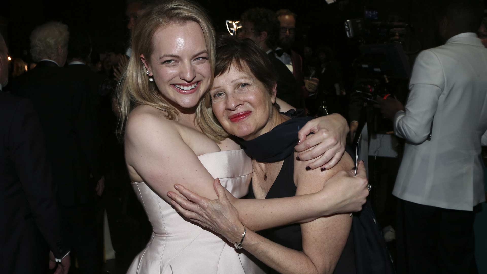 Elisabeth Moss shares a sweet moment with her mother (and Emmys date!) Linda.