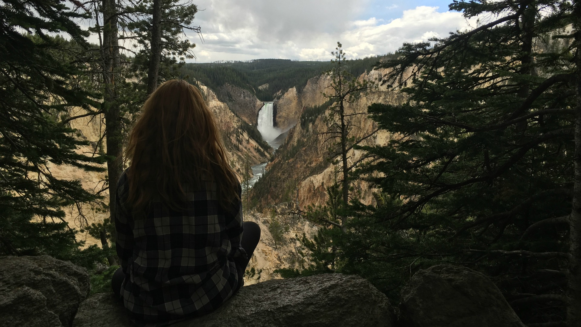 Camryn Grimes (Mariah Copeland) became one with nature during a trip to Yellowstone National Park.