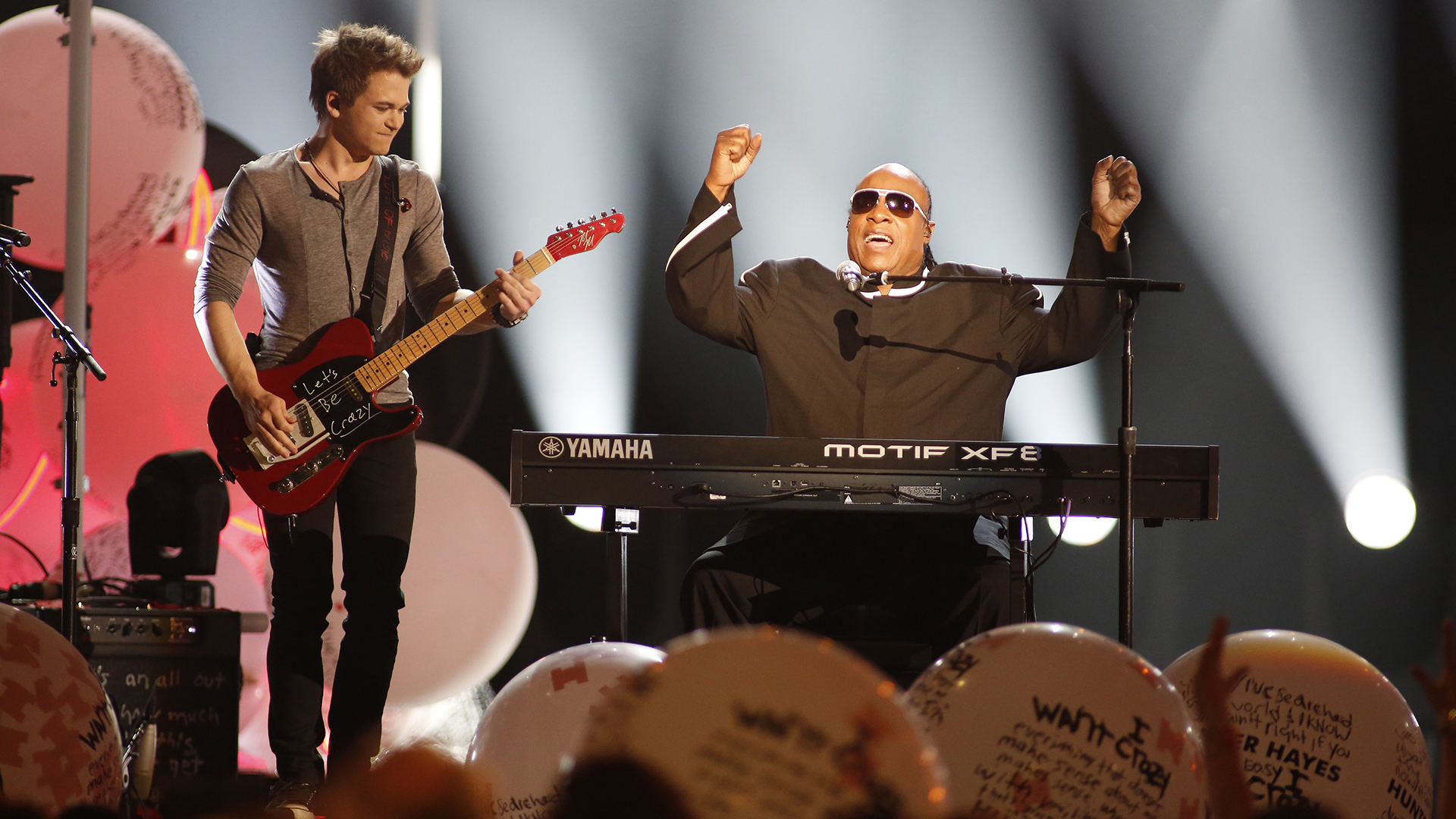 8. Hunter Hayes and Stevie Wonder perform