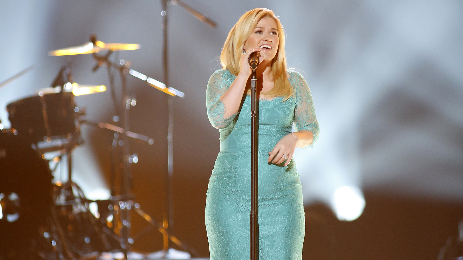 6. Kelly Clarkson performs