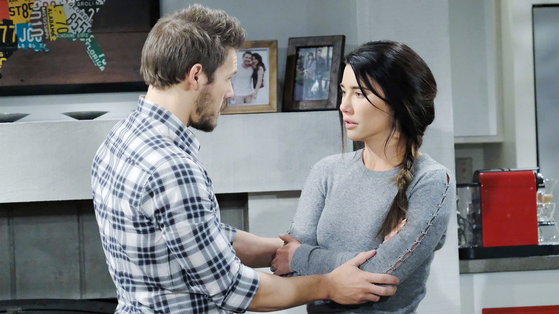 The more Liam asks for Steffy's forgiveness, the more anxiety ridden Steffy becomes.