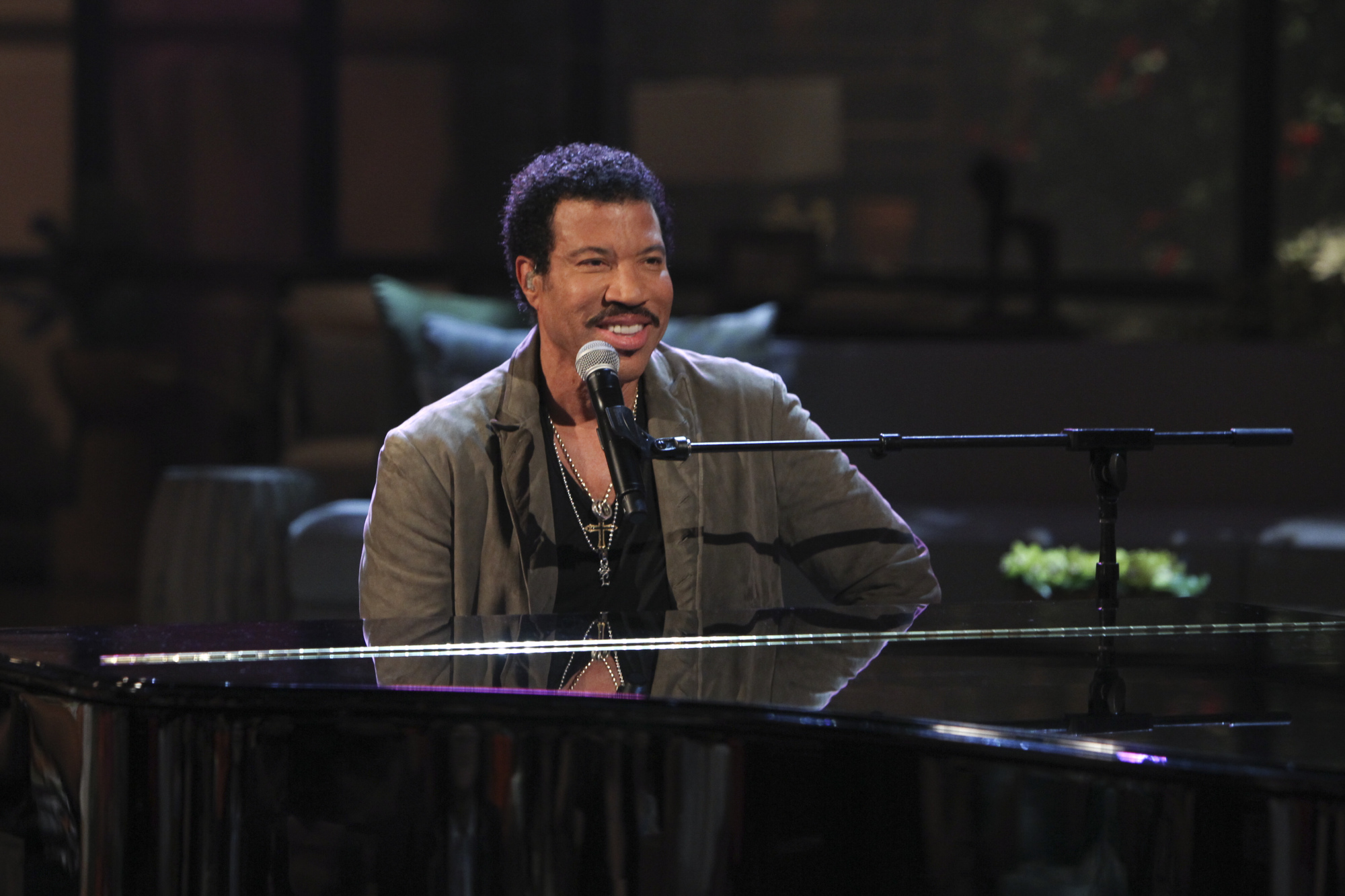 Lionel Richie On THE TALK.