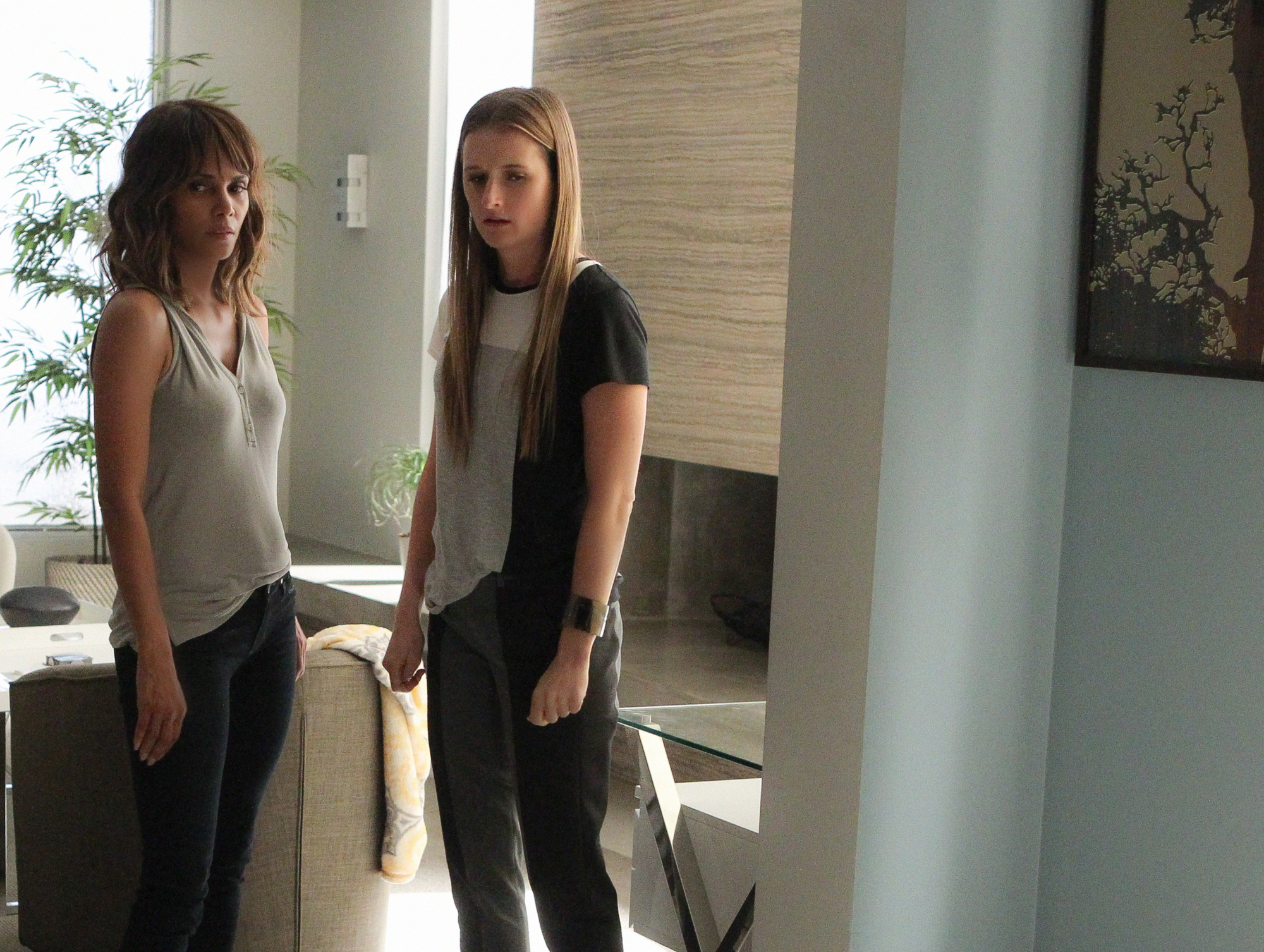 Halle Berry as Molly Woods and Grace Gummer as Julie Gelineau.