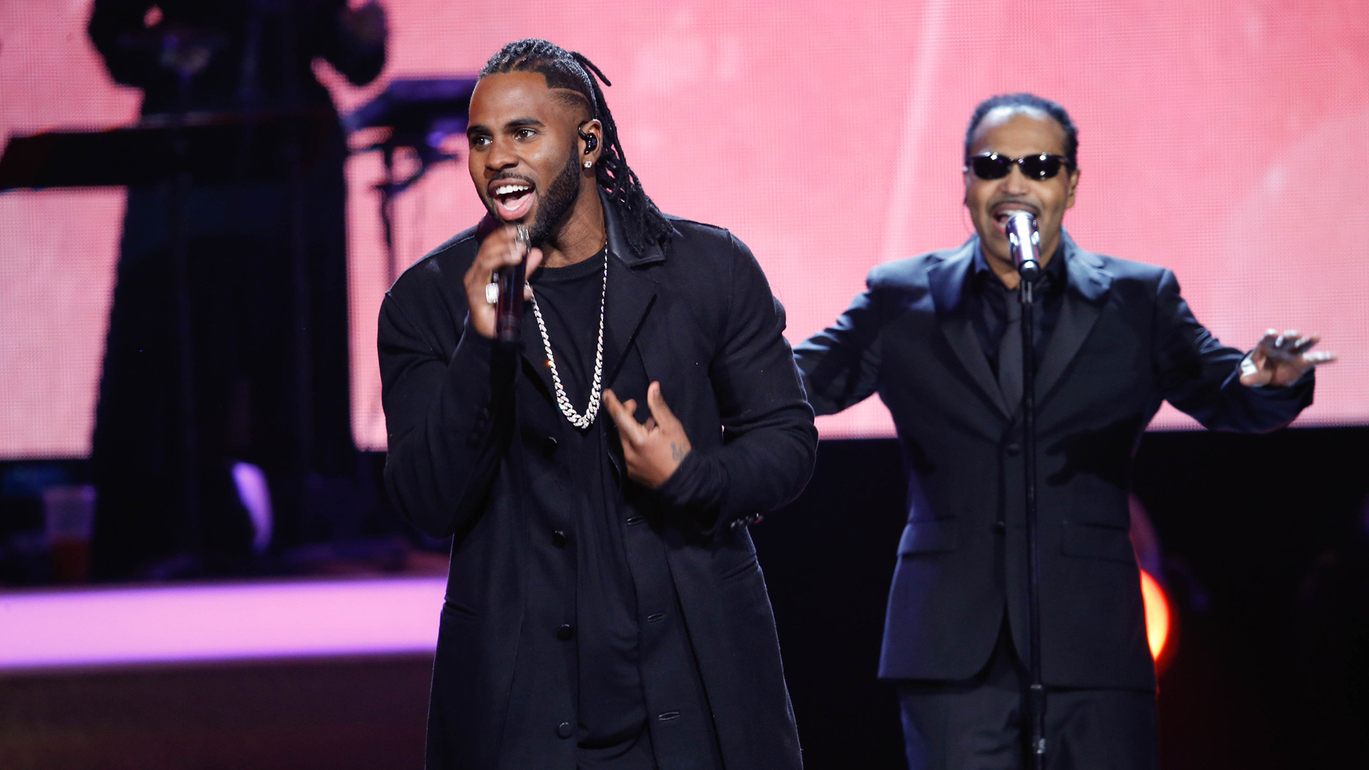 Jason Derulo and Tavares perform