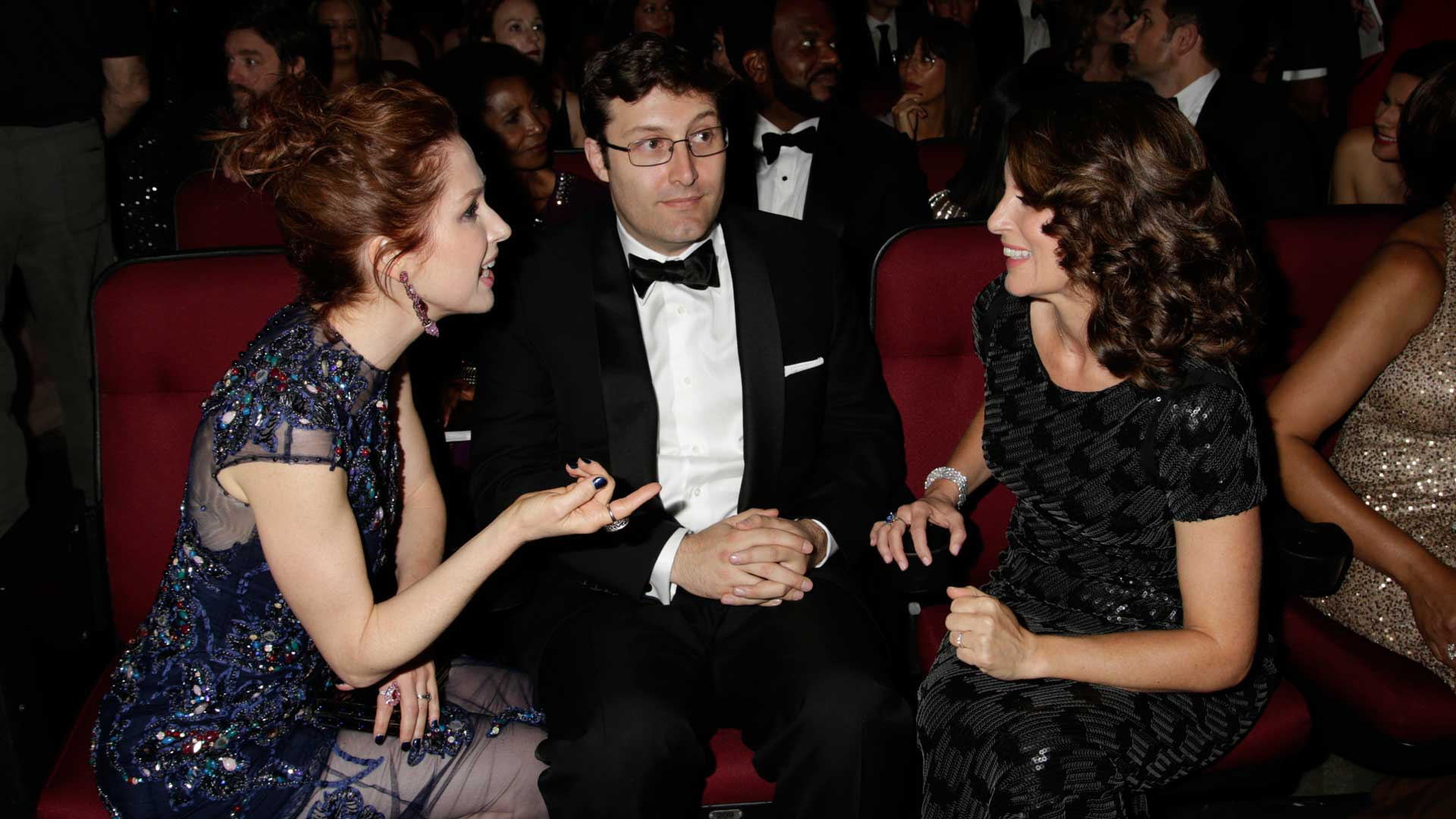 Ellie Kemper shares a moment with Tina Fey.