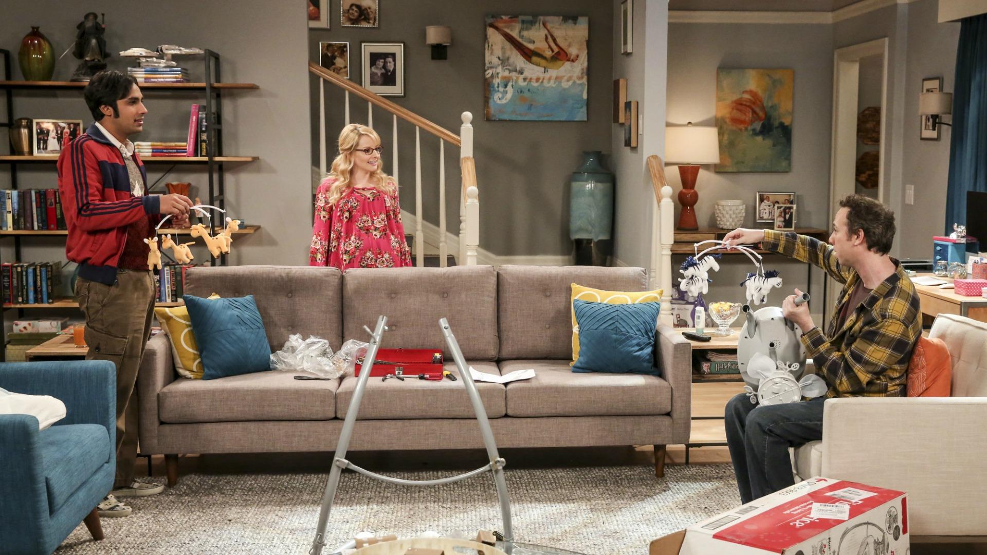 Raj and Stuart compete to impress Bernadette.