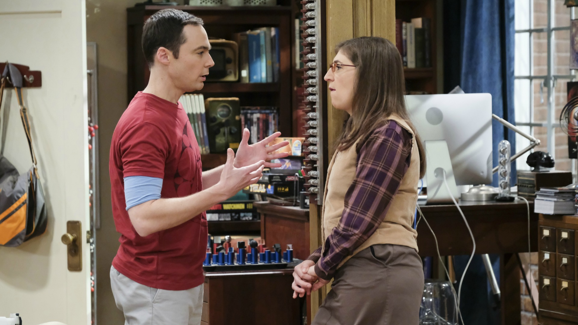 Sheldon and Amy talk over their strategy.